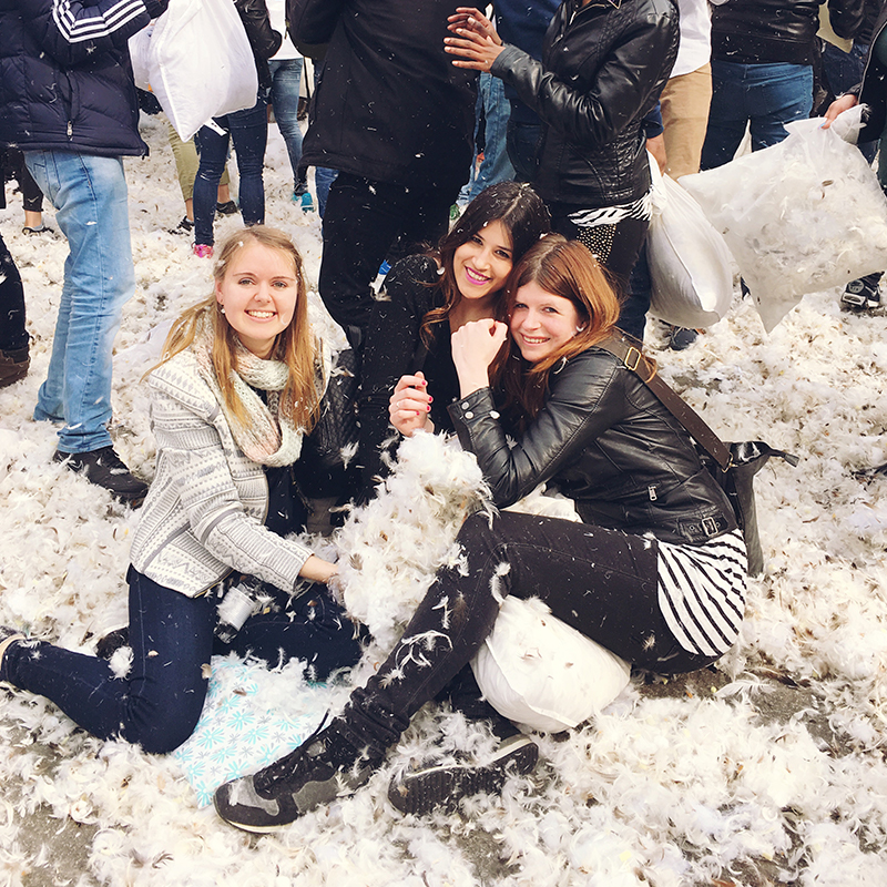 International pillow fight amsterdam. kussengevecht, amsterdam, dam