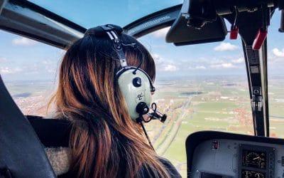 Vliegen met een helikopter over Laag Holland