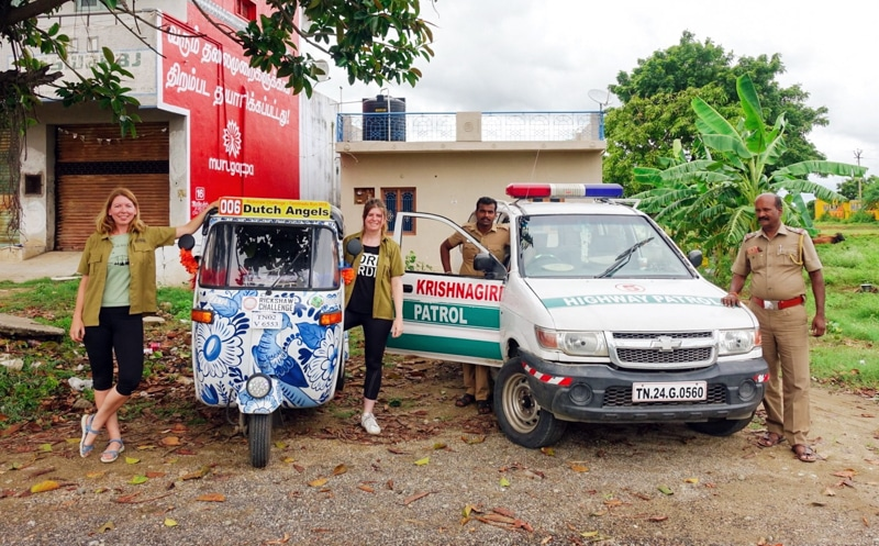 Op de foto met politie in India