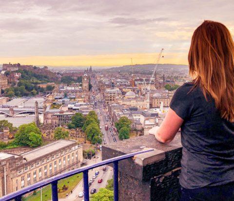 Alleen op stedentrip, alleen op reis, soloreizen, alleen op reis naar een stad, 9 tips om alleen door een stad te reizen, stedentrip, edinburgh, stedentrip edinburgh, edinburgh schotland,