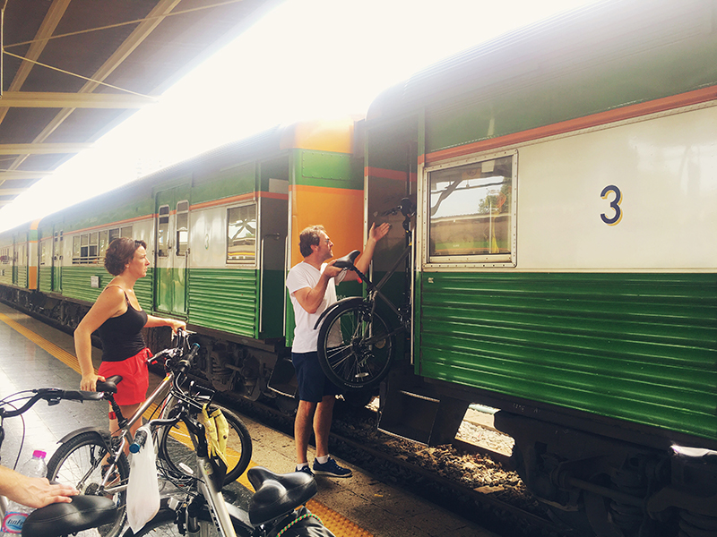 Trein Bangkok, Co van Kessel, Fietsen in Bangkok