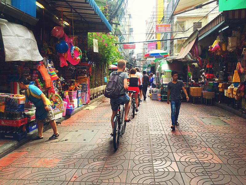 Fietsen door ChinaTown Bangkok