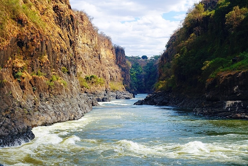 De wandeling richting Boiling Point Victoria Falls