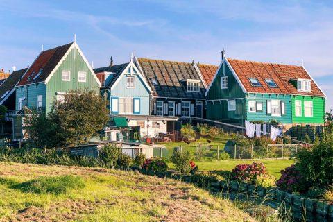 Bezoek de gezellige groene huisje van Marken