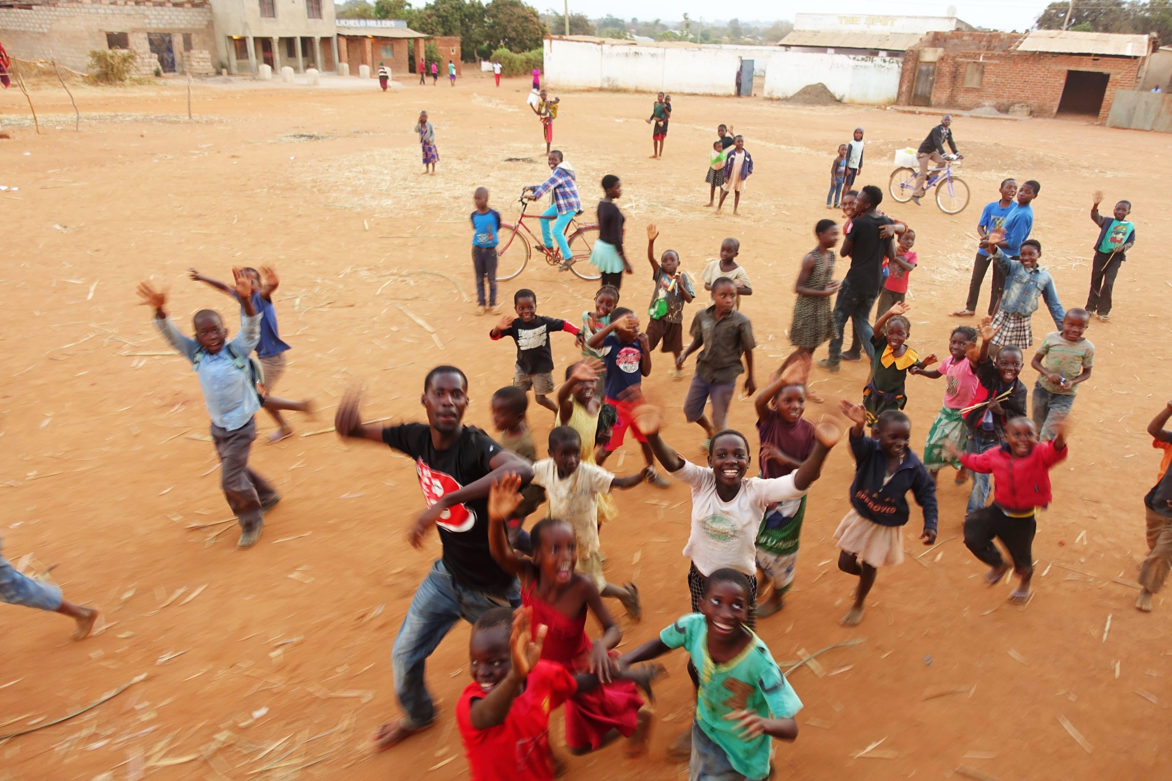 Zambia, afrika, kinderen van afrika, strory in the picture, reizen door afrika, cycle for plan, plan nederland, plan international,