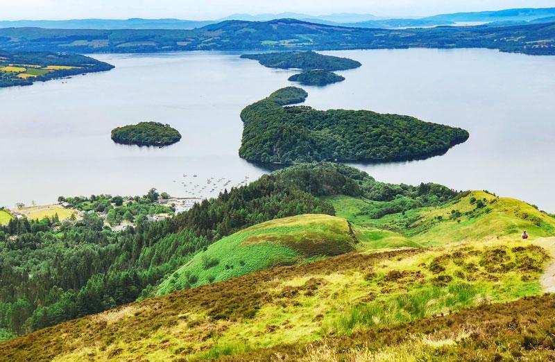 Uitzicht vanaf de Conic Hill op de West Highland Way