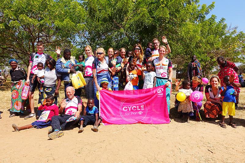 cycle for plan, plan nederland, plan international, ontmoeting sponsorkindje, fietsen door zambia, zambia, afrika, africa, fietsen door afrika, cycling,