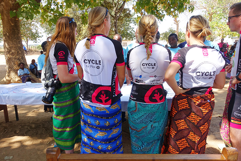 cycle for plan, plan nederland, plan international, ontmoeting sponsorkindje, fietsen door zambia, zambia, afrika, africa, fietsen door afrika, cycling,