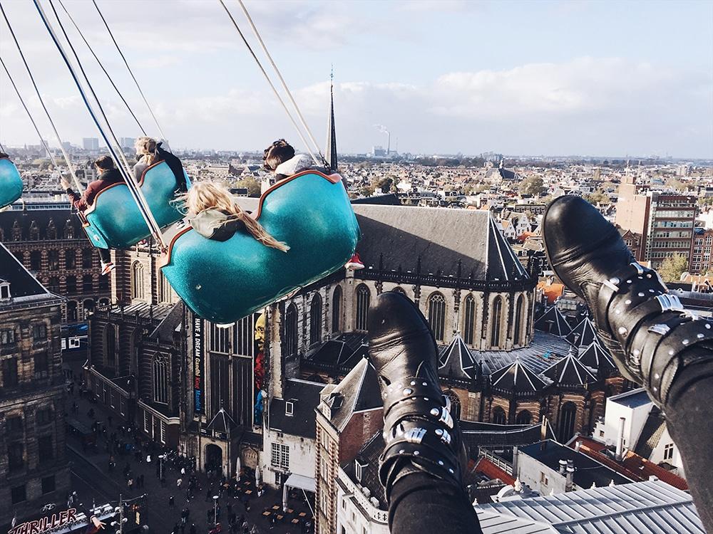 In een zweefmolen op 55 meter hoogte in Amsterdam