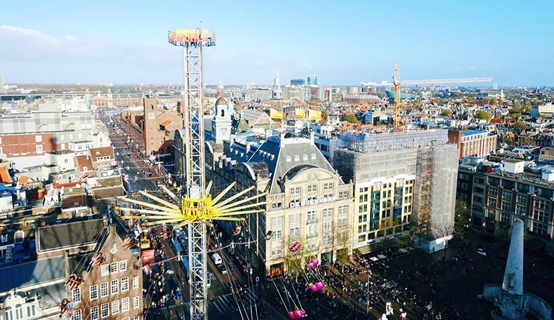 kermis amsterdam, amsterdam kermis, kermis dam amsterdam, zweefmolen in amsterdam, around the world zweefmolen, dagje uit in nederland, dagje uit in eigen land,