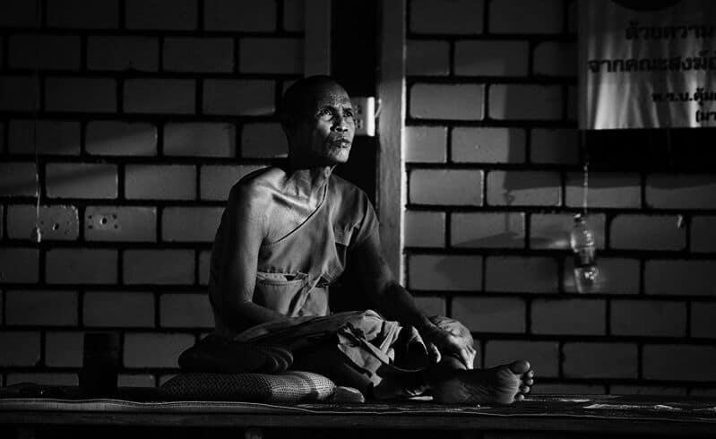 Een monnik aan het mediteren in Khao Yai