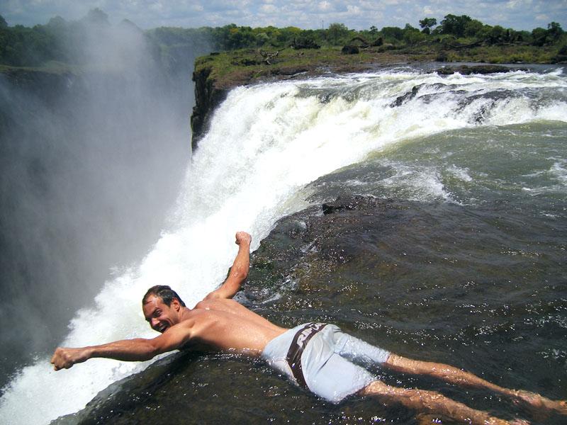 8 activiteiten voor de adrenaline junkie, victoria falls, victoria falls8 activiteiten voor de adrenaline junkie, victoria falls activiteiten, bungee jumpen, victroria falls bungee jumpen, microlight flight, devils pool, angels pool, raften, raften op de zambezi rivier, rafting victoria falls,