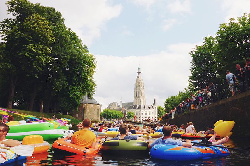 Breda Drijft: feesten in een opblaasboot door Breda